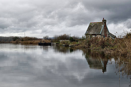 Lock Keepers Cottage at Topsham by Pete Hemington