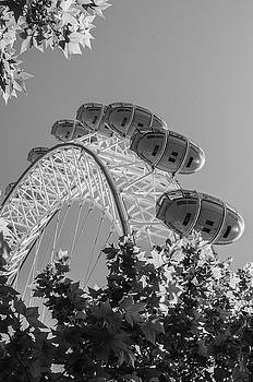 London Eye in Black and White by Simon Hackett