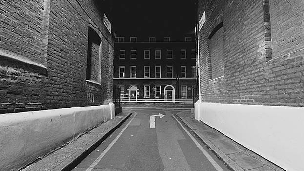 Jacek Wojnarowski - London Gower Mews by night C
