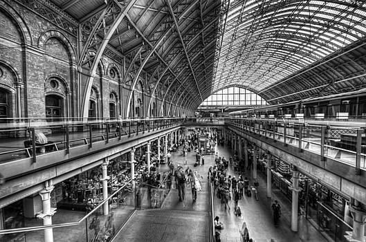 Yhun Suarez - London St Pancras Station BW