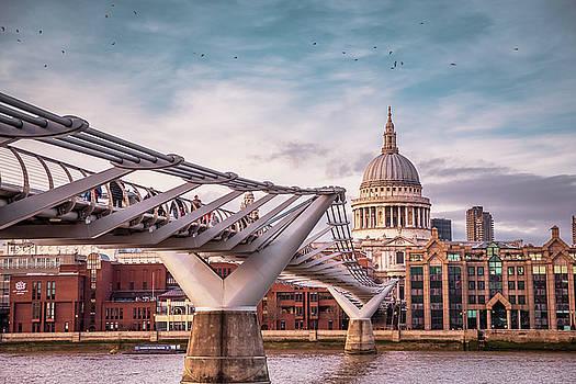 London's Landmarks by Marius Comanescu