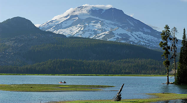Reimar Gaertner - Lone canoers on Sparks Lake near Bend Oregon