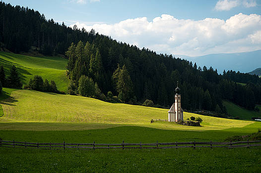 Lonely Mounatin Chapel by Wim Slootweg