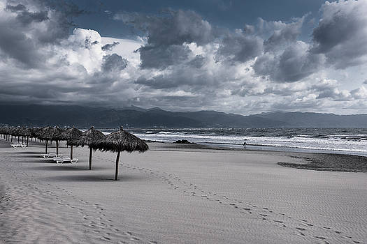 Reimar Gaertner - Lonely windswept beach with clouds Pacific Ocean at Nuevo Vallar