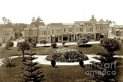 California Views Archives Mr Pat Hathaway Archives - Looking across garden of El Carmelo Hotel towards shops between