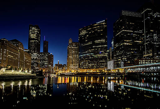 Looking east down the Chicago River at blue hour  by Sven Brogren