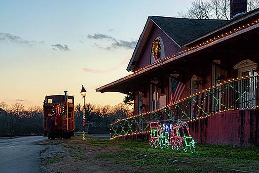 Sharon Popek - Loudon Train Station Christmas