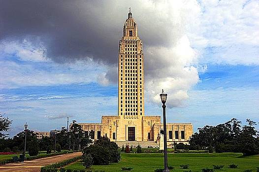Lousiana State Capitol on a cloudy day by Jerome Holmes