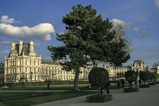 Louvre sky by Milan Mirkovic