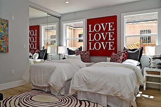 Tommi Trudeau - LOVE LOVE LOVE
