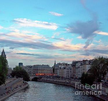 Love on the River Seine by Lilliana Mendez
