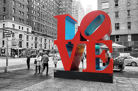 Love Sculpture In New York by Hans Engbers