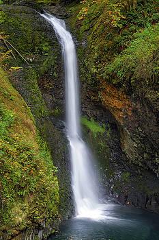 Lower Butte Creek Falls in Fall Season by David Gn