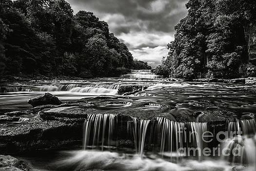 Lower falls, Aysgarth. by Andy Bradley