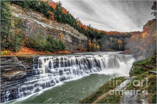 The Lower Falls by Serge Chriqui