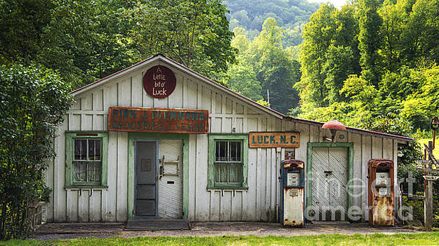 Old Country Store - Luck North Carolina by Matt Plyler