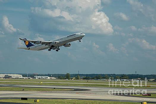 Reid Callaway - Lufthansa Airlines A Departure Too Airbus 340-300 D-AIGO Airport Art