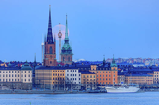 Lunar teamwork Full moon rising over Gamla Stan in Stockholm by Dejan Kostic