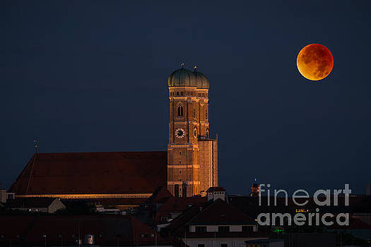 Hannes Cmarits - Lunare eclipse above Munich