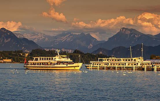 Elenarts - Elena Duvernay photo - Luzern lakeside, Switzerland
