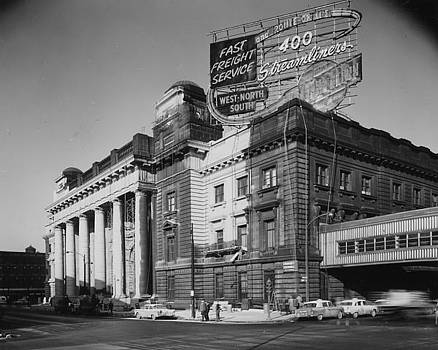Chicago and North Western Historical Society - Madison Street Station With Sign for 400  - 1940