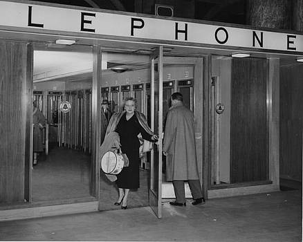 Chicago and North Western Historical Society - Madison Street Station Telephone Lobby - 1960