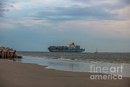 Dale Powell - Maersk Duisburg Leaving Charleston