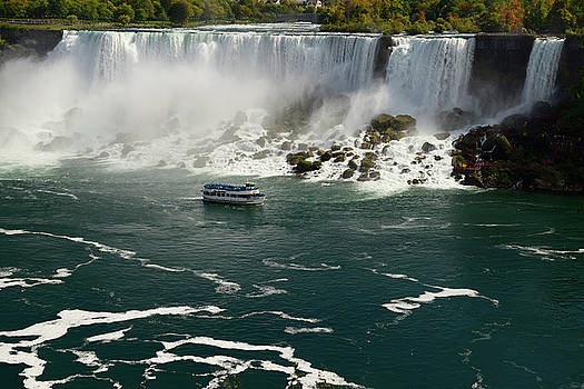 Reimar Gaertner - Maid of the Mist sightseeing boat at the US side of the Niagara