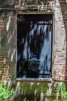 Dale Powell - Mailbox on Philadelphia Alley