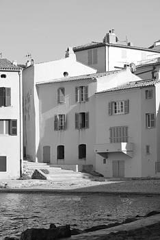 Maisons sur le bord de la mer a Saint - Tropez by Tom Vandenhende