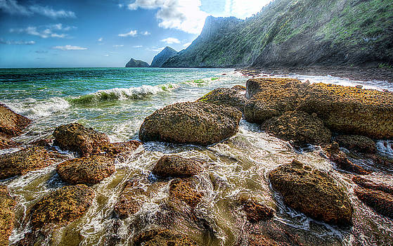 Makaka Bay by Dave McGregor