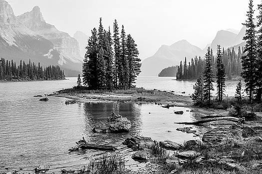 Maligne Lake by Christian Heeb