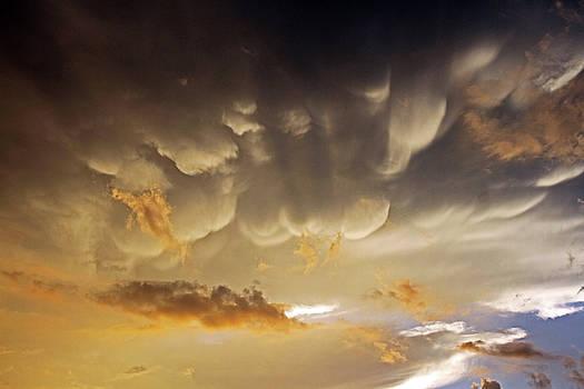 Mammatus at sunset by Steve Yezek