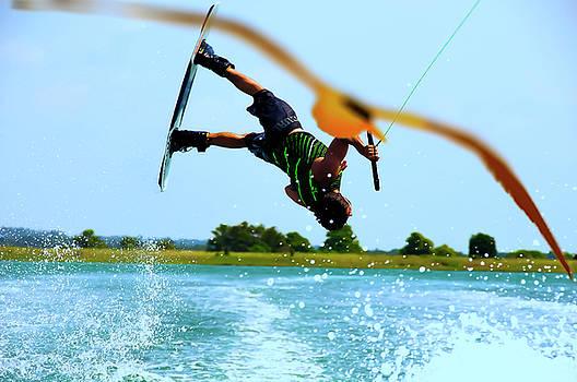 Man wakeboarding by Fernando Cruz