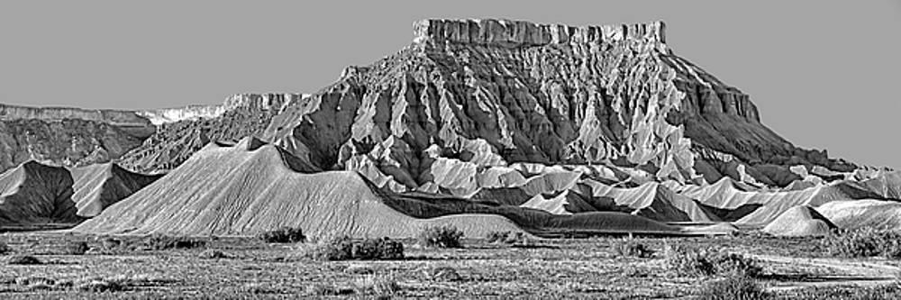 Nikolyn McDonald - Mancos Shale - Geology - Utah - Black and White