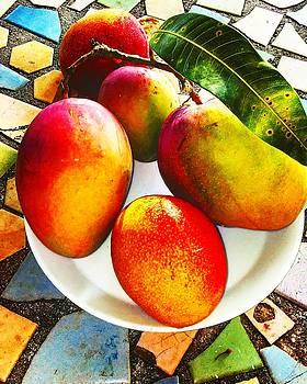 Mangos by Arturo Cisneros