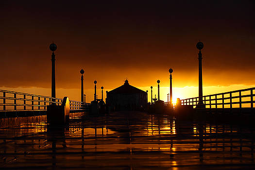 Manhattan Beach Pier by Mark DeJohn