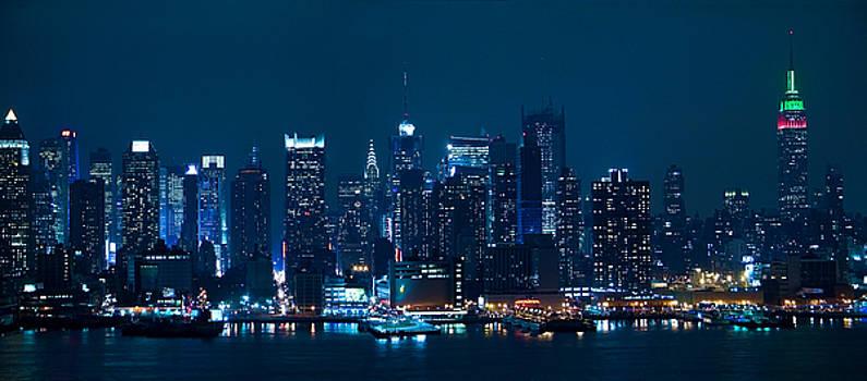 Manhattan Skyline Panorama by Andrew Kazmierski