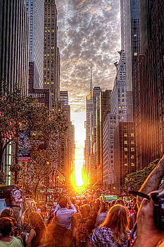 Manhattanhenge by Zev Steinhardt