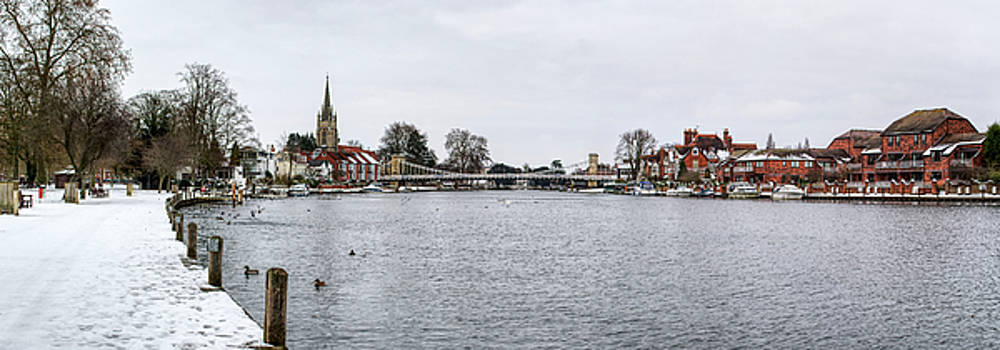 Marlow at Christmas by Chris Day