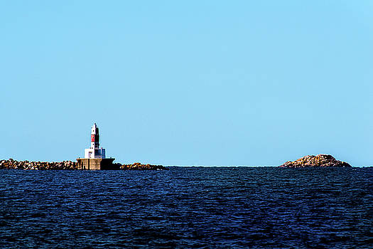 onyonet  photo studios - Marquette Breakwater Lighthouse