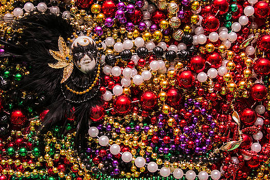 Mardi Gras in Red mask left by Diana Marcoux