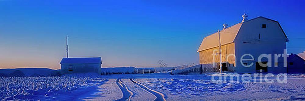 McHenry Barn Union by Tom Jelen