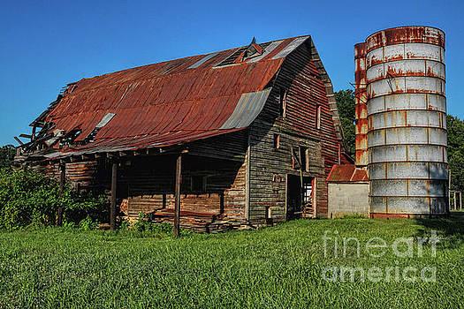 Mclaughlin Barn by Randy Rogers