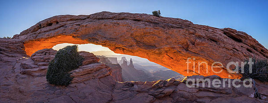 Mesa Arch Panoramic by Anthony Heflin