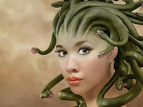 Medusa by Nataly Rubeo