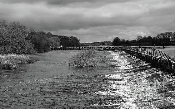 Meelick weir by Peter Skelton
