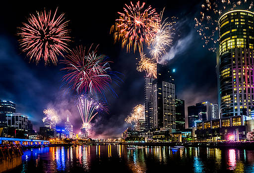 Melbourne Fireworks by Ray Warren