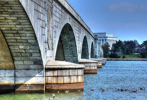Memorial Bridge/Lincoln Memorial by Ronda Ryan