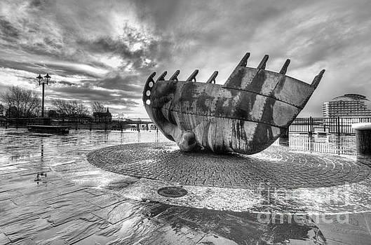Merchant seafarer's war memorial 2 mono by Steev Stamford